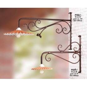 Applique in ferro per esterni con piatto paralume in cotto plissettato vintage rustico – prof. cm. 101
